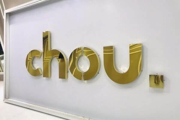 chữ nổi làm bằng alu gương vàng