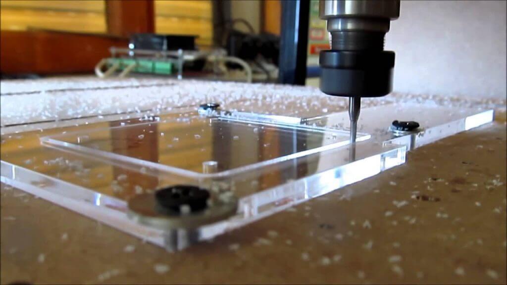 cắt mica bằng máy cnc