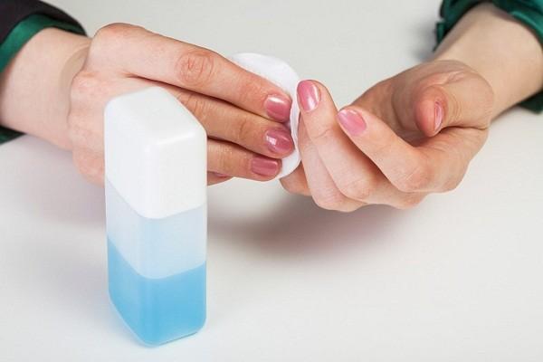 Axeton dùng để rửa móng tay