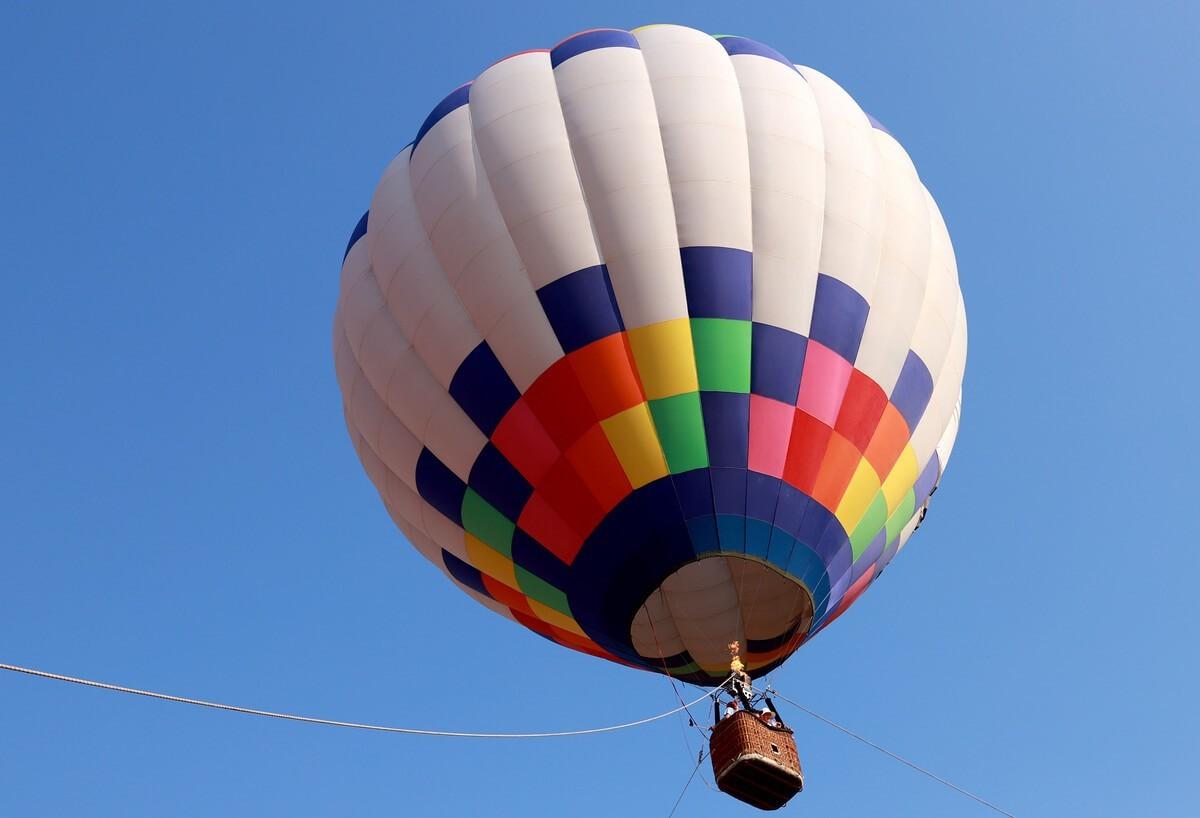 Ứng dụng lực đẩy Acsimet trong không khí cầu