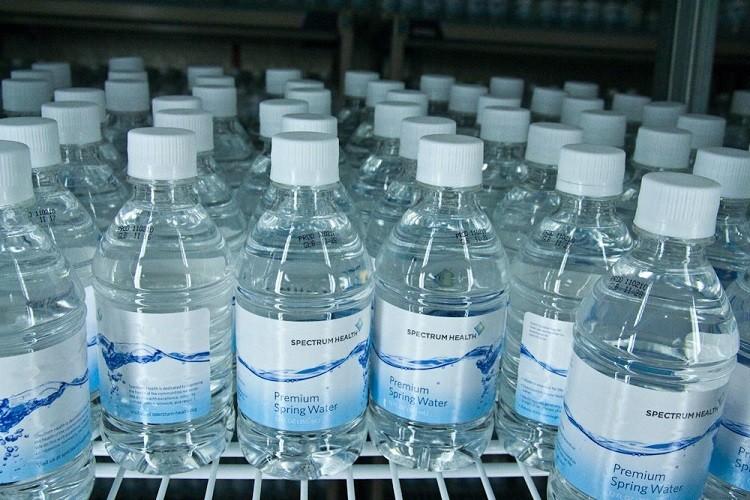 Nước cất tinh khiết dung đề làm gì