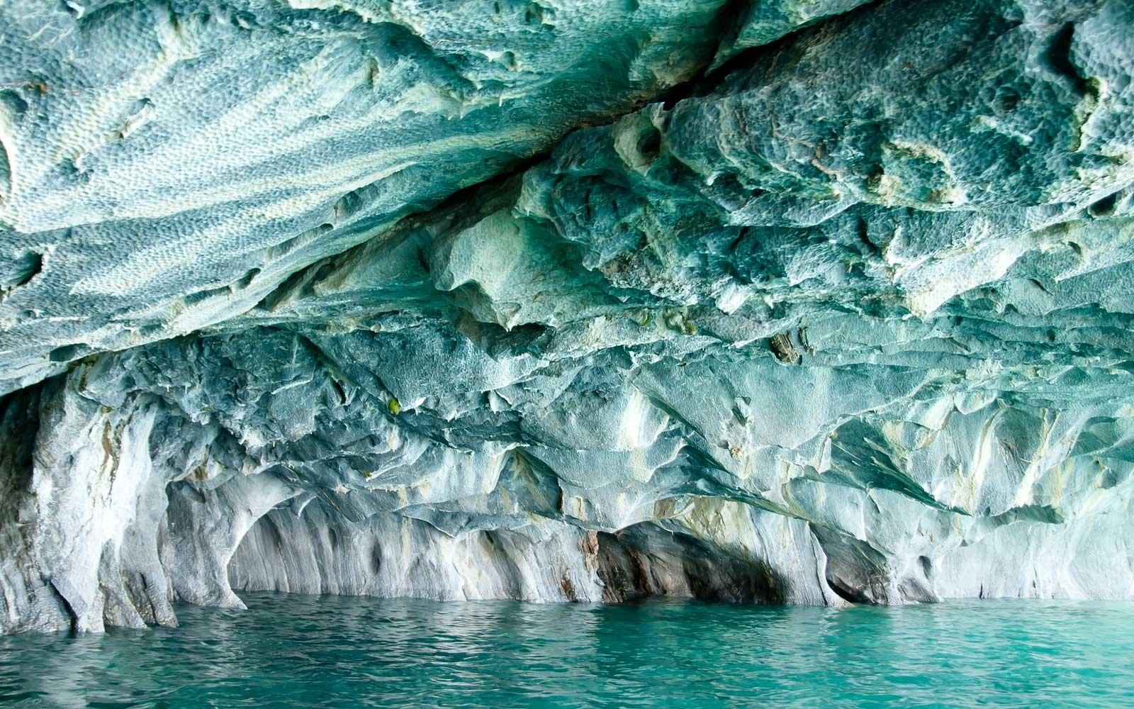So sánh nước mặt và nước ngầm