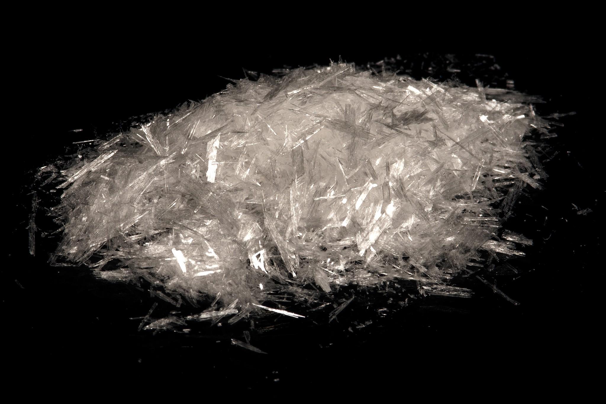 Axit benzoic thương mại được sản xuất trong công nghiệp bằng toluen