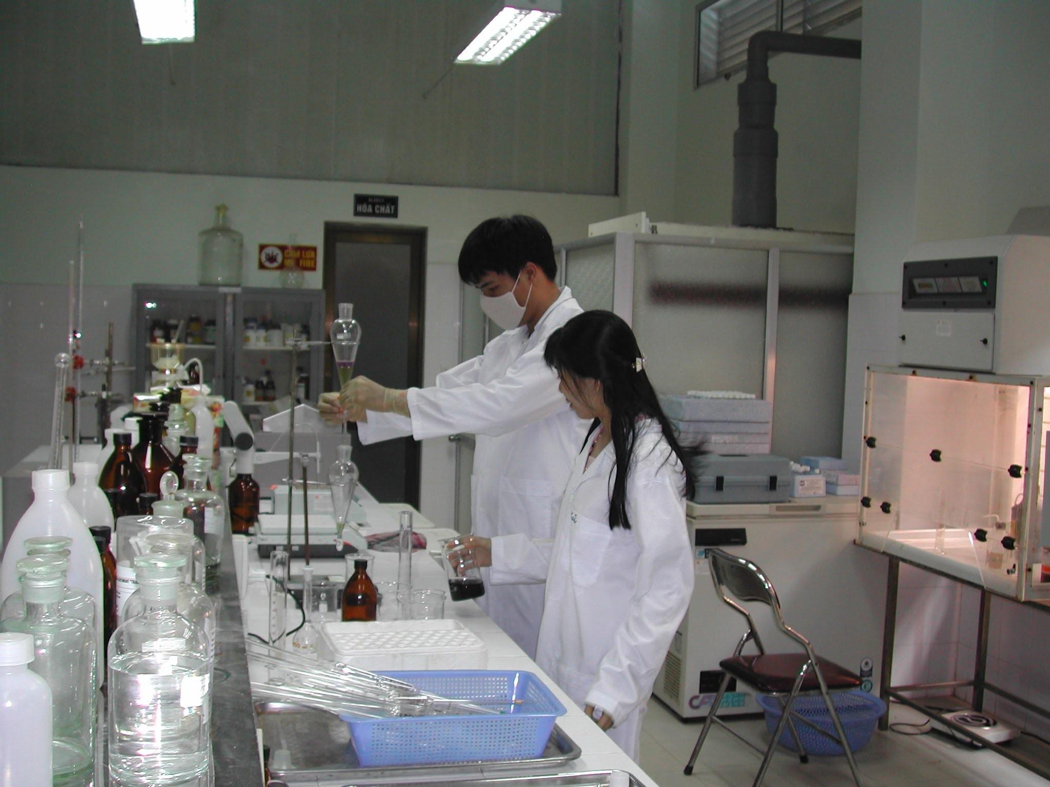 Methyl ethyl ketone trong phòng thí nghiệm