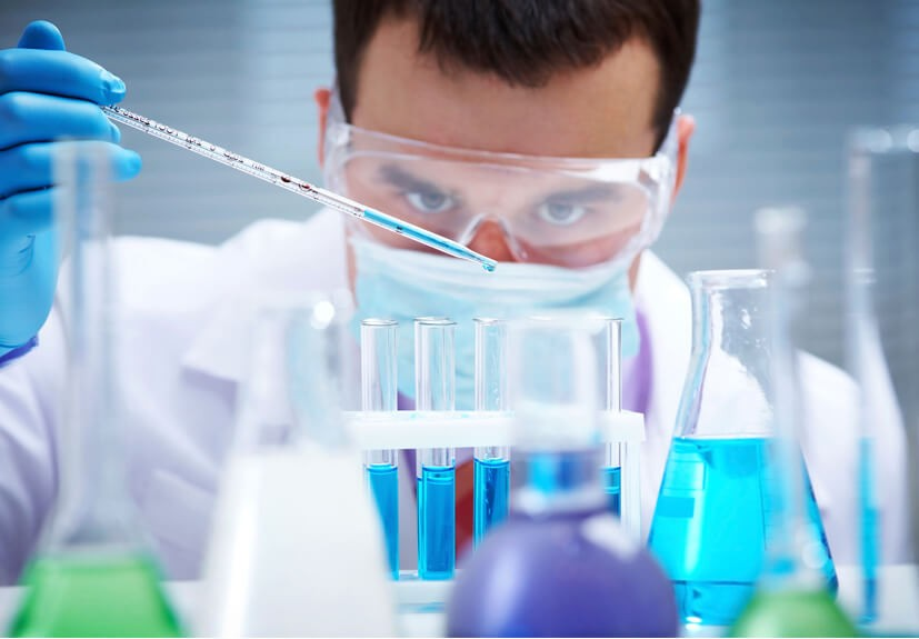 Luôn mang kính bảo hộ khi làm thí nghiệm