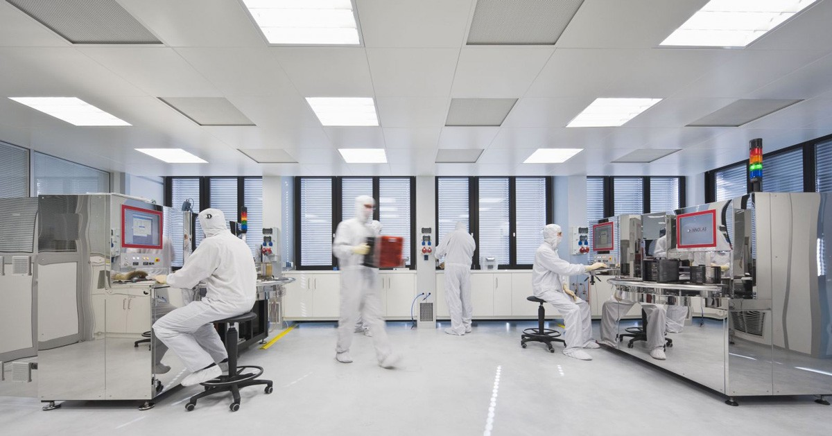 Phòng Lab có thể được chiếu sáng bằng ánh sáng tự nhiên hoặc ánh sáng nhân tạo
