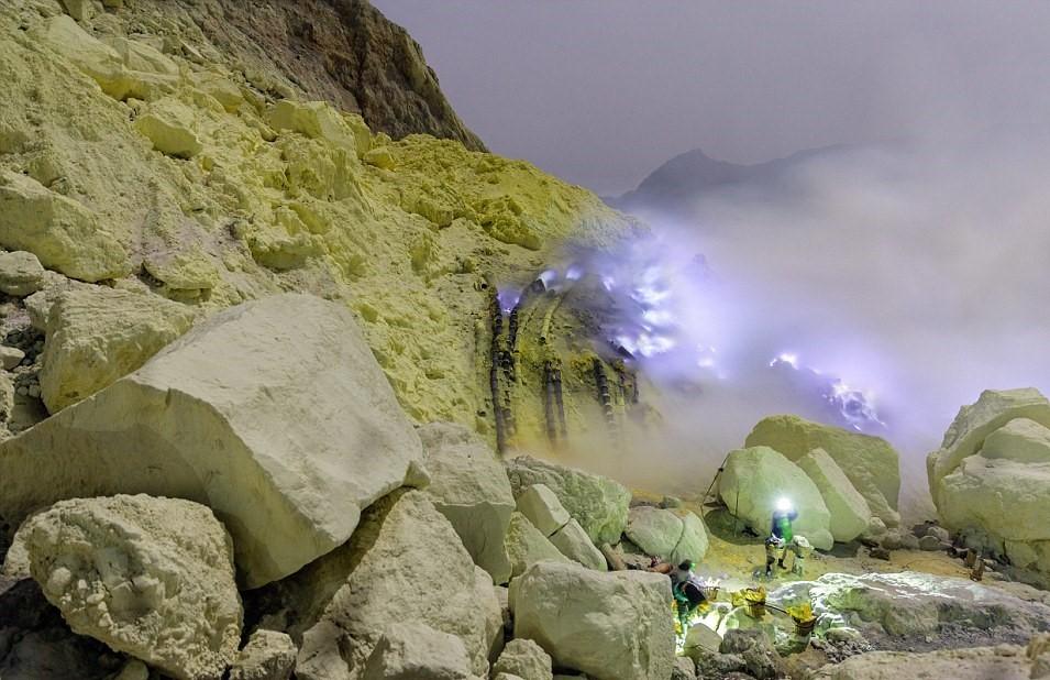 Khai thác lưu huỳnh dạng tự do ở trong lòng đất
