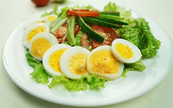 ba-bau-an-trung-ngong-salad-trung-ngong