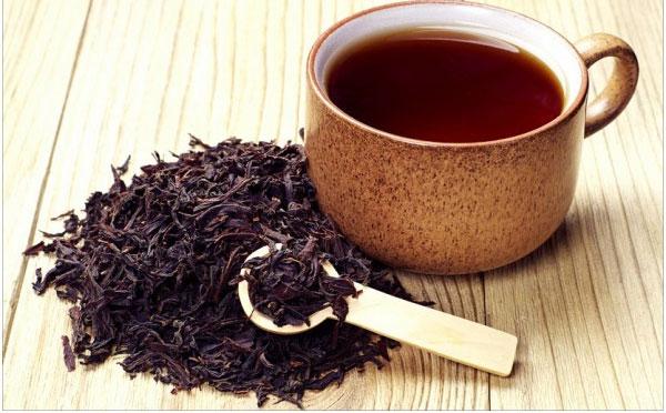 Cách chữa mụn nước bằng trà đen