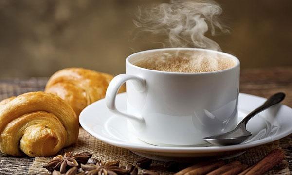 Sau sinh mẹ cần kiêng cafe và chất kích thích