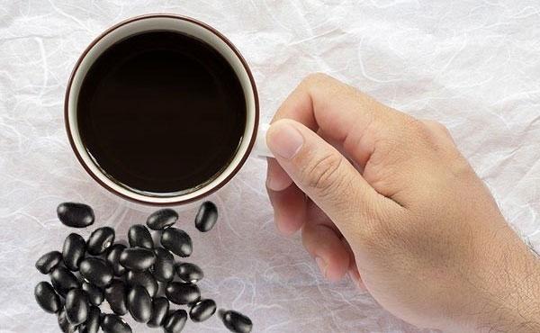 Uống nước đậu đen xanh lòng có tác dụng gì