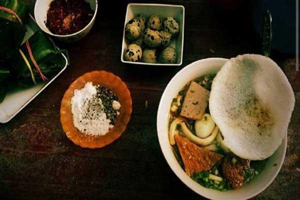 banh-canh-han-thuyen-quan-an-dem-hue