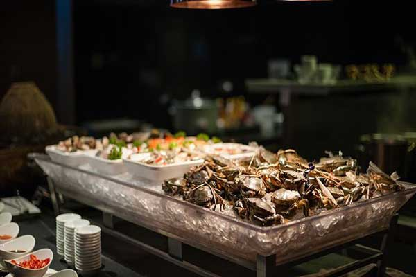 100-mon-buffet-hai-san-tai-tntercontinental