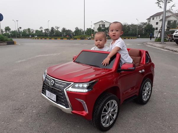 Xe ô tô điện bản quyền thu nhỏ của Lexus cho bé