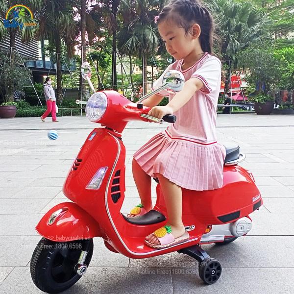 xe máy điện cho bé gái vespa 6116