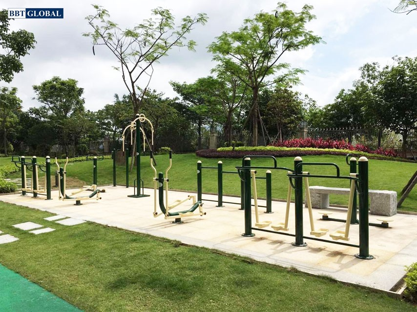 Lắp đặt thiết bị thể dục tại công viên