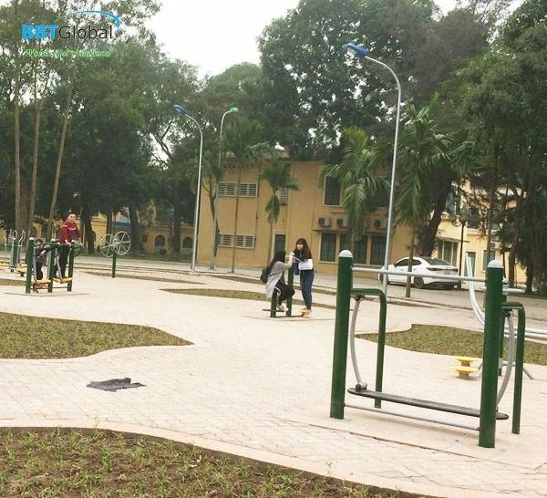 Lắp đặt thiết bị thể dục tại trường học
