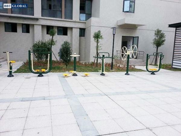 Lắp đặt thiết bị thể dục tại khu dân cư