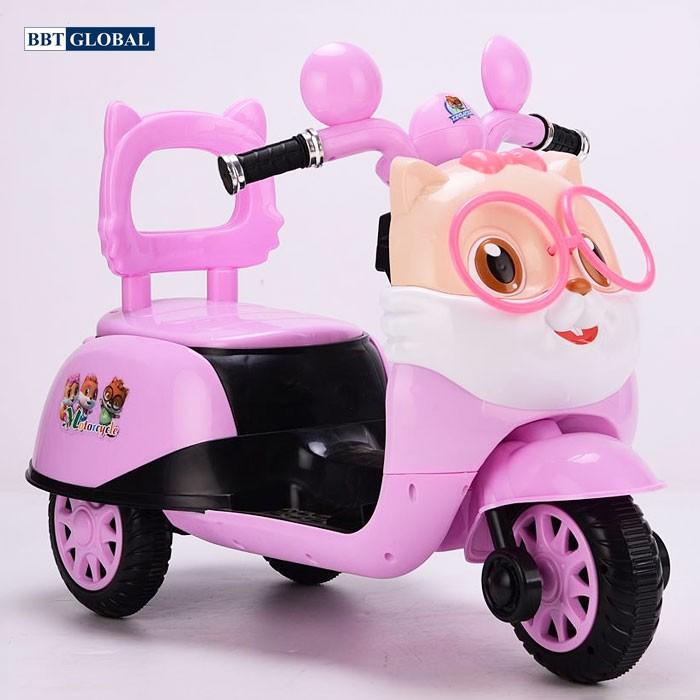 Xe máy cho bé gái 3 tuổi