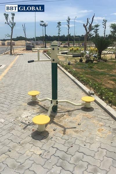 Máy tập thể dục tại công viên