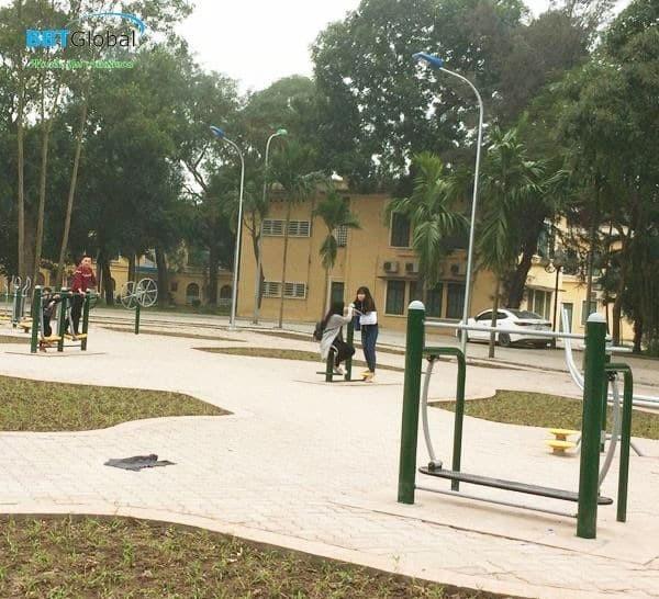 Máy tập thể dục tại trường học