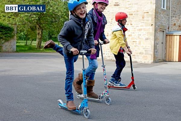 Tác dụng của xe trượt scooter cho bé