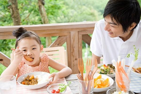 giúp trẻ thông minh - dinh dưỡng đầy đủ