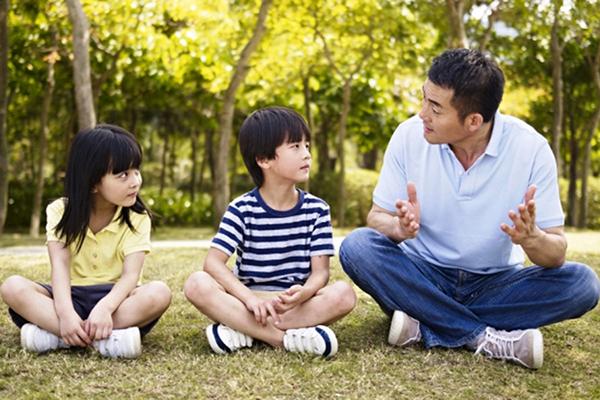 giúp trẻ thông minh - trò chuyện với trẻ