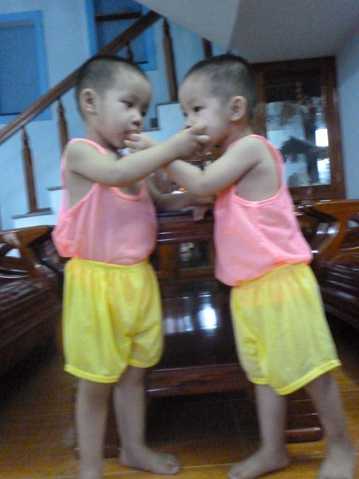 đồ chơi cho bé Phạm Tấn Tuyên - Phạm Tấn Phong 2