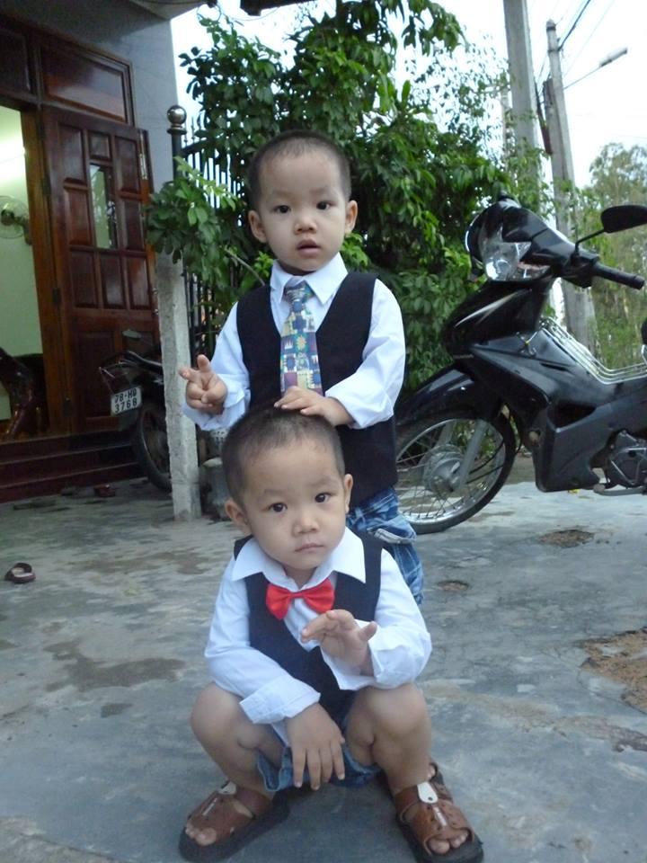 đồ chơi cho bé Phạm Tấn Tuyên - Phạm Tấn Phong 3