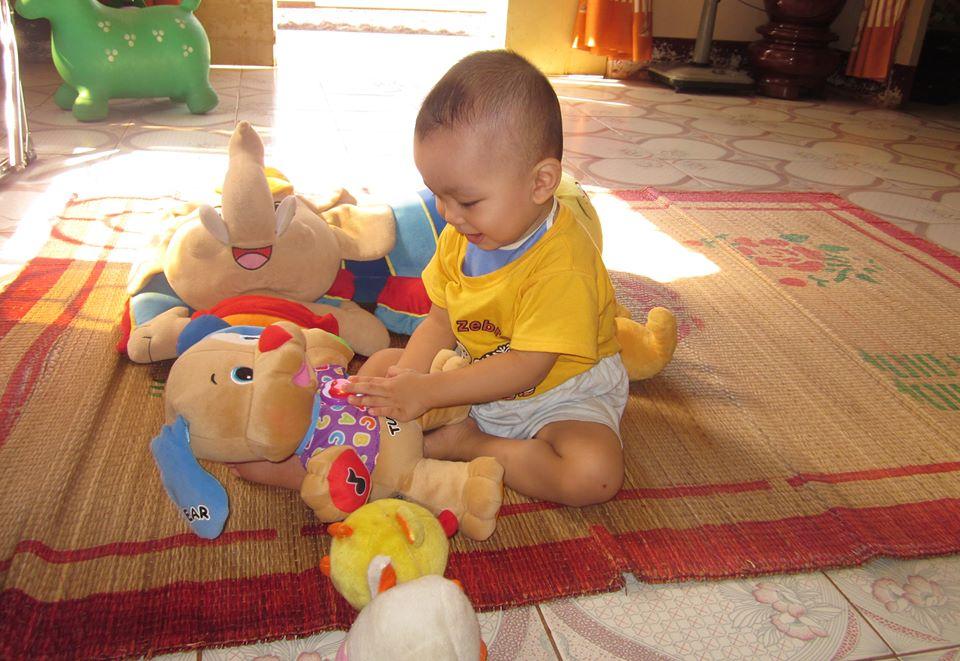đồ chơi cho bé Trần Nguyễn Khang Huy 2
