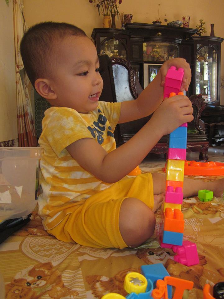 đồ chơi cho bé Trần Nguyễn Khang Huy