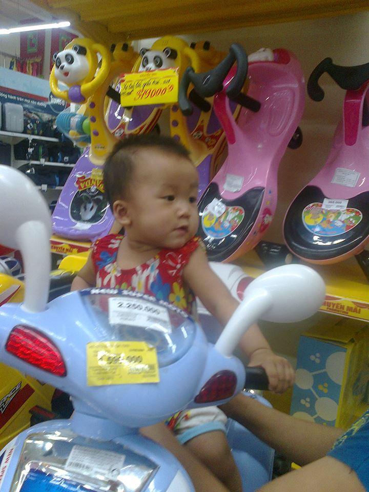 đồ chơi cho bé Trần Phương Ly 1