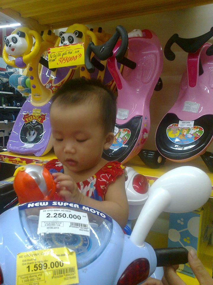 đồ chơi cho bé Trần Phương Ly 2