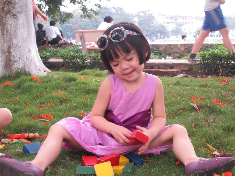 đồ chơi cho bé Đặng Minh Châu và Đặng Thu Quyên 2