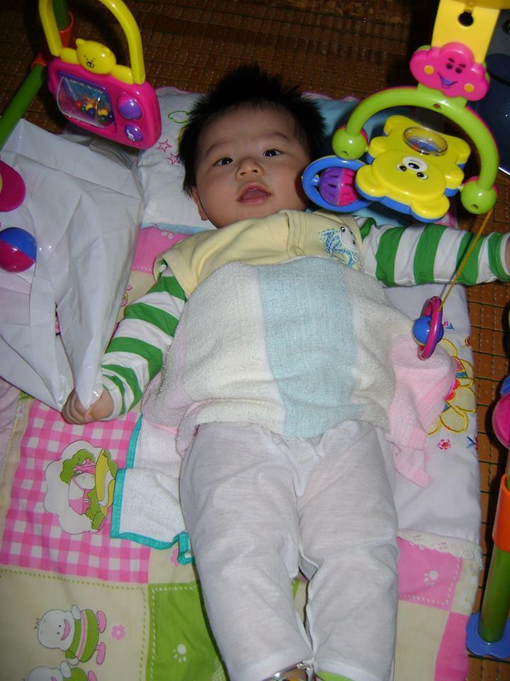 đồ chơi cho bé Phạm Vũ Nhật Minh 3