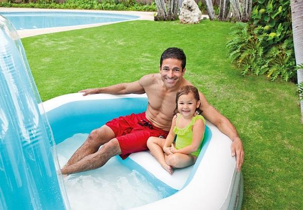 Bể bơi thư giãn có ghế ngồi và vòi phun mưa intex 57198