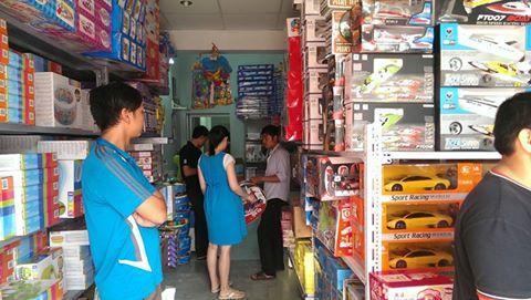 Đồ chơi an toàn và phong phú được nhiều phụ huynh tin tưởng đến mua hàng