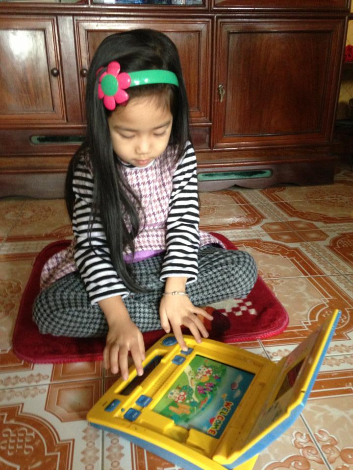 đồ chơi cho bé Nguyễn Thu Hiền 3