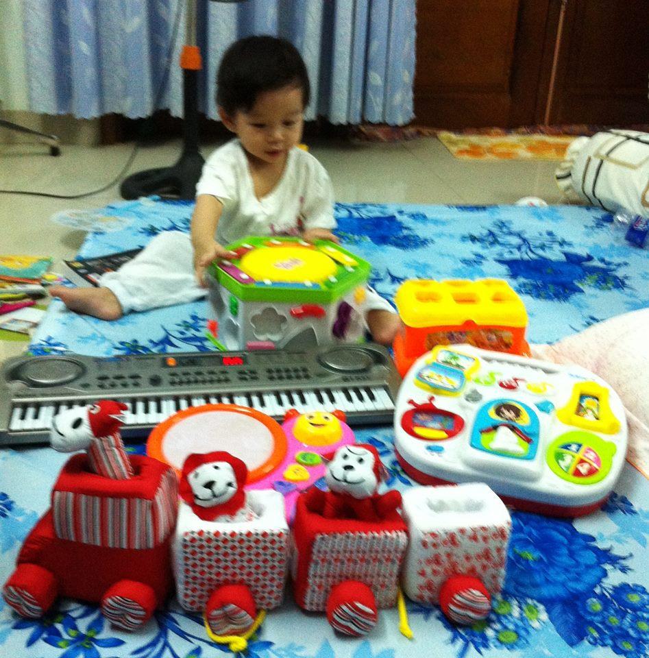 đồ chơi cho bé Lê Gia Hân  3