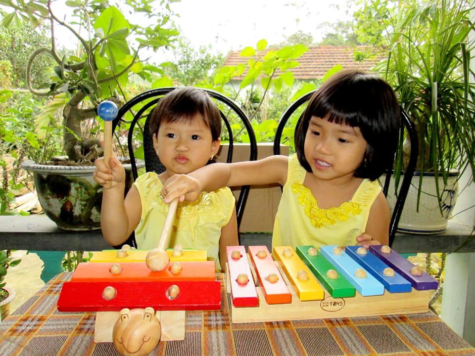 đồ chơi cho bé Võ Thùy Hoàng Uyên - bé Võ Thùy Hoàng Oanh 4