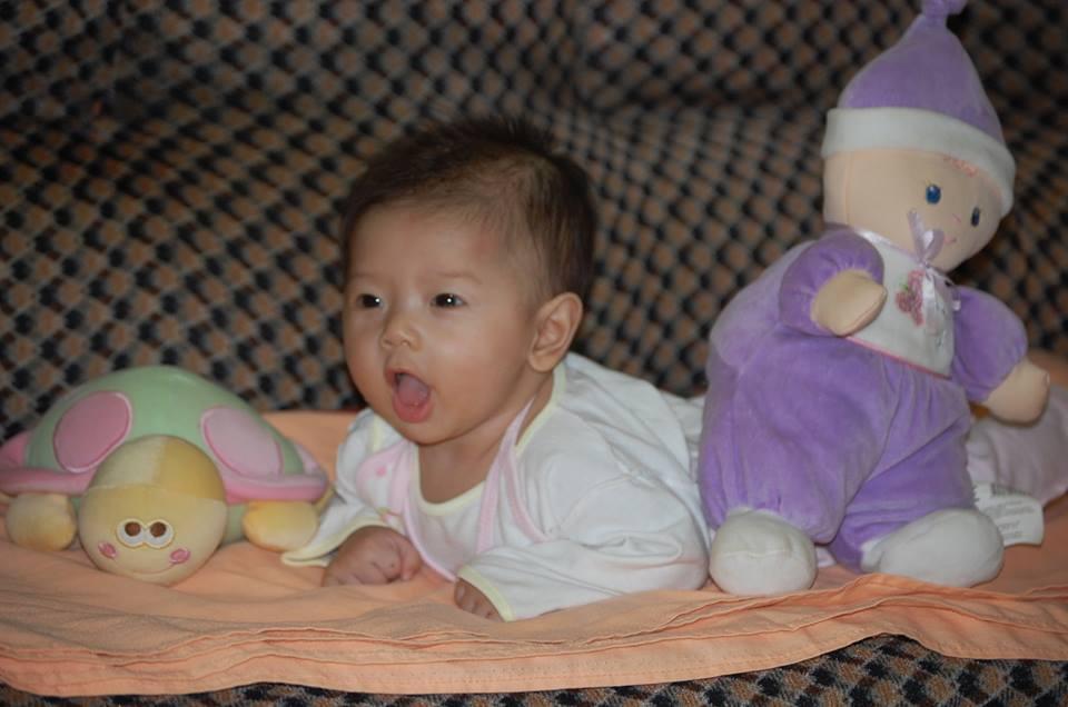 đồ chơi cho bé Kiều Linh Mi 2