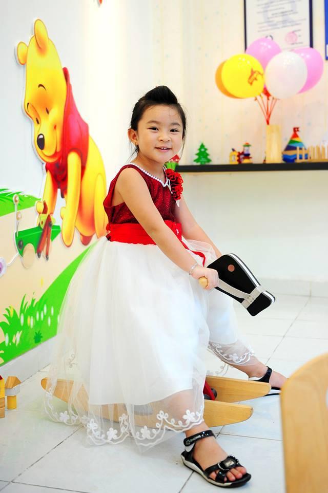 đồ chơi cho bé Trần Thiên Uyên Nhi 3