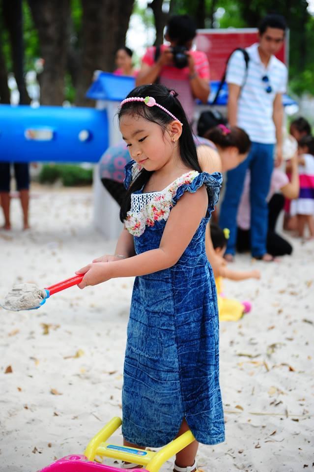 đồ chơi cho bé Trần Thiên Uyên Nhi