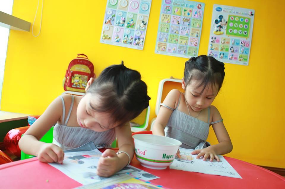 đồ chơi cho bé Nguyễn Phan Huệ Linh và Nguyễn Phan Linh Nhi 1