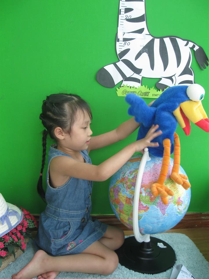 đồ chơi cho bé Nguyễn Phan Huệ Linh và Nguyễn Phan Linh Nhi 2