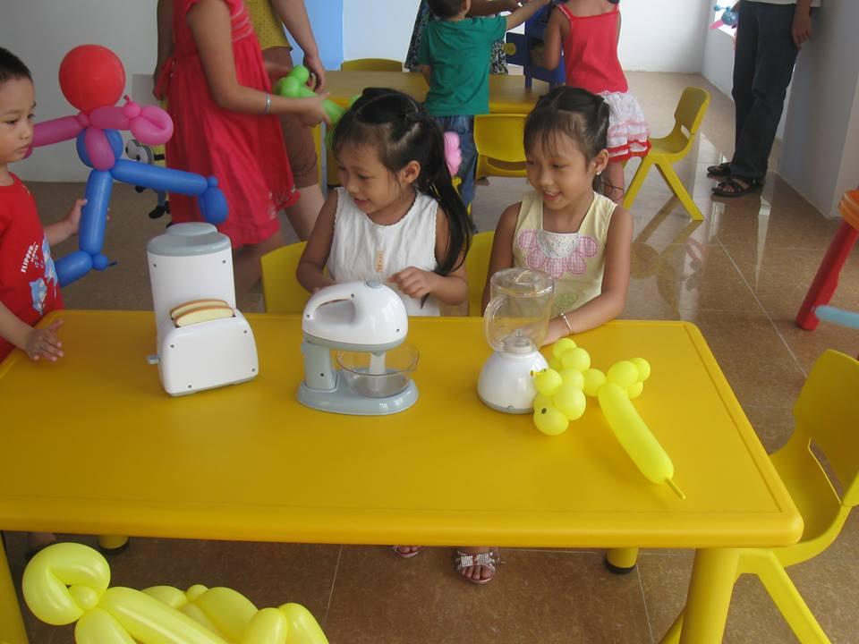 Nguyễn Phan Huệ Linh và Nguyễn Phan Linh Nhi
