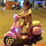 Xe máy điện trẻ em bản quyền Vespa PX150 màu hồng