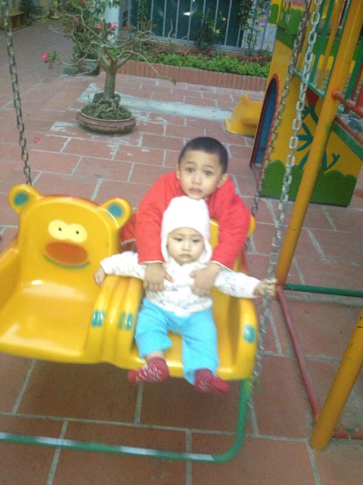 đồ chơi cho bé Vũ Tùng và Vũ Hải