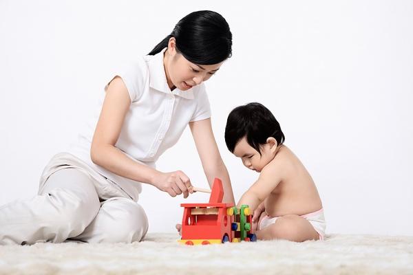 Bé học được gì khi chơi đùa với đồ chơi trẻ em